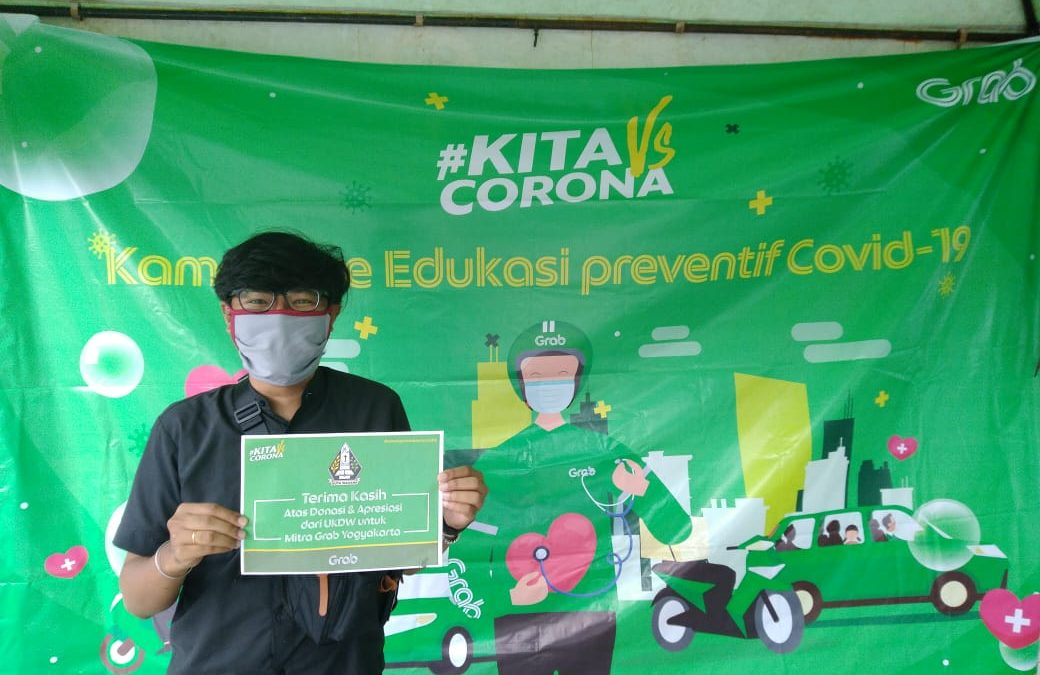 """UKDW Berbagi"" Distributes Face Mask and Hand Sanitizer"
