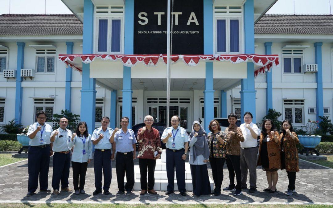 Penandatanganan MoU dengan STTA